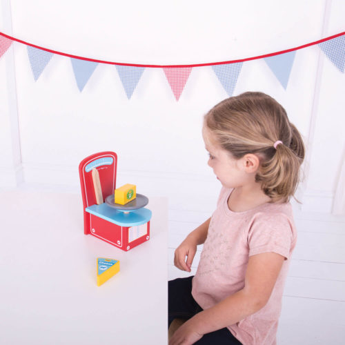 houten weegschaal spelend kindje Sassefras Meisjes Speelgoed