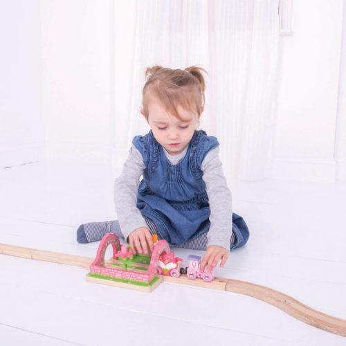 uitbreiding treinbaan touwbrug spelend kindje 3 Sassefras Meisjes Speelgoed