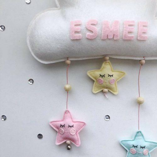vilten naam mobiel wolk wit en pastel detail 2 Sassefras Meisjes Speelgoed